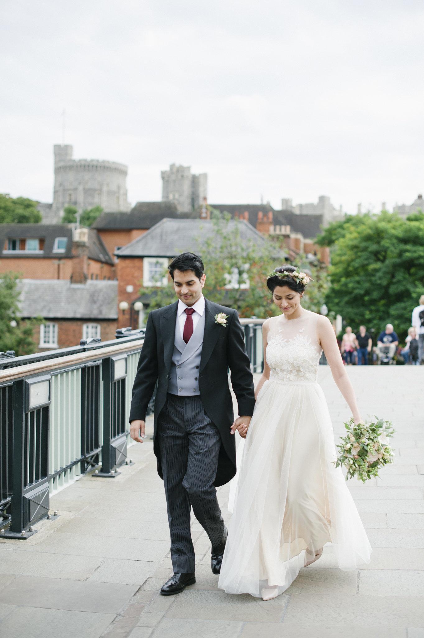 bride and groom windsor eton bridge