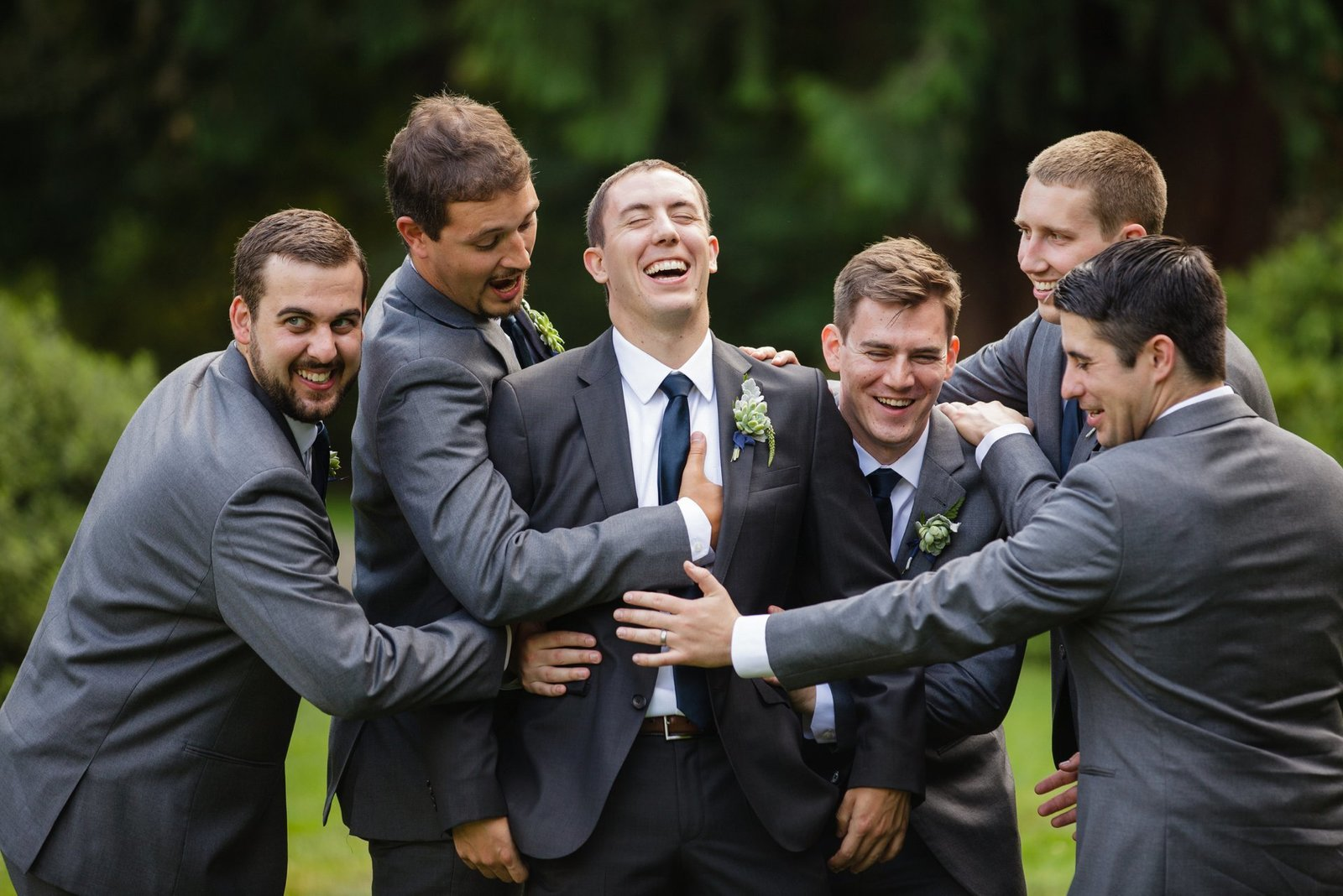 natural-groomsmen-photos