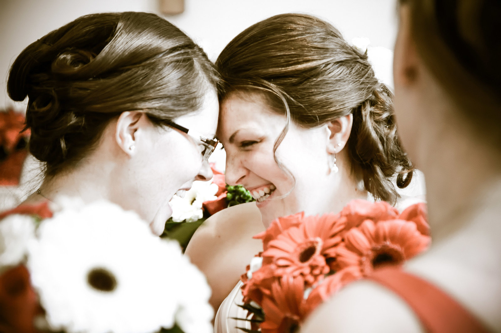 wedding photography  bride and sister
