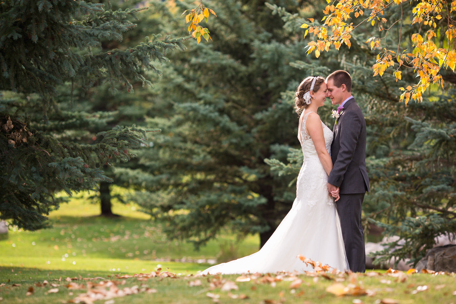 alice-che-photography-eagle-vail-pavilion-wedding-bride-and-groom-holding-hands-under-trees