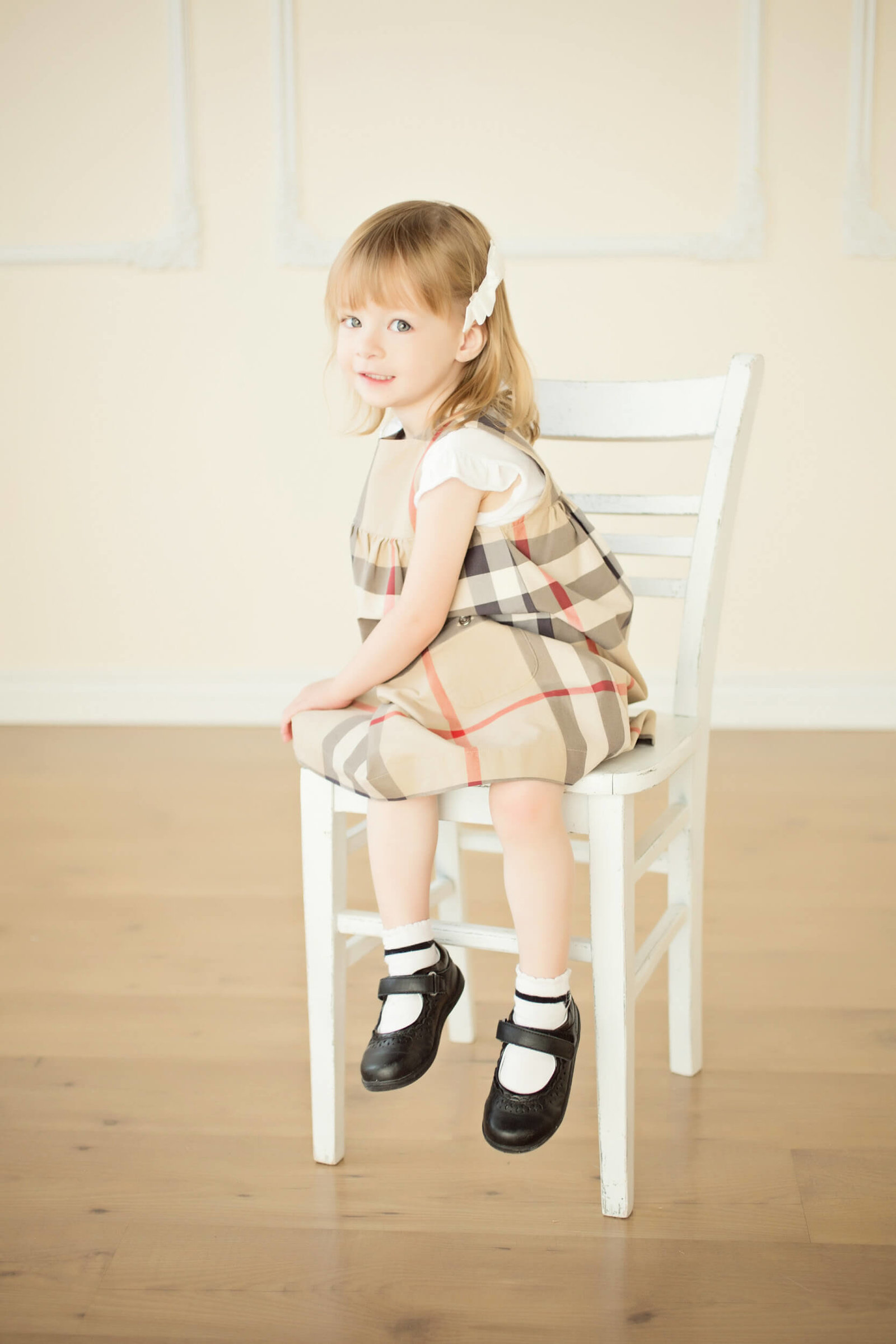 indoor little girl portraits