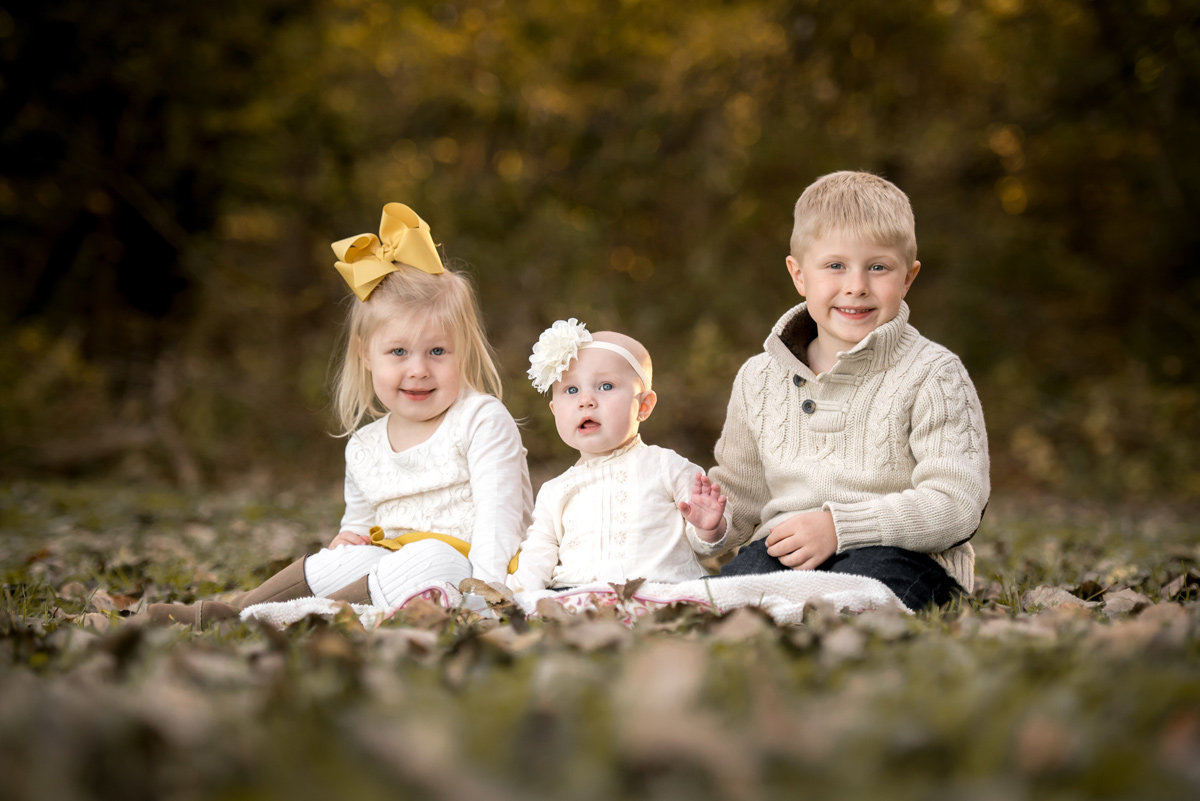 siblings-autumn-leaves