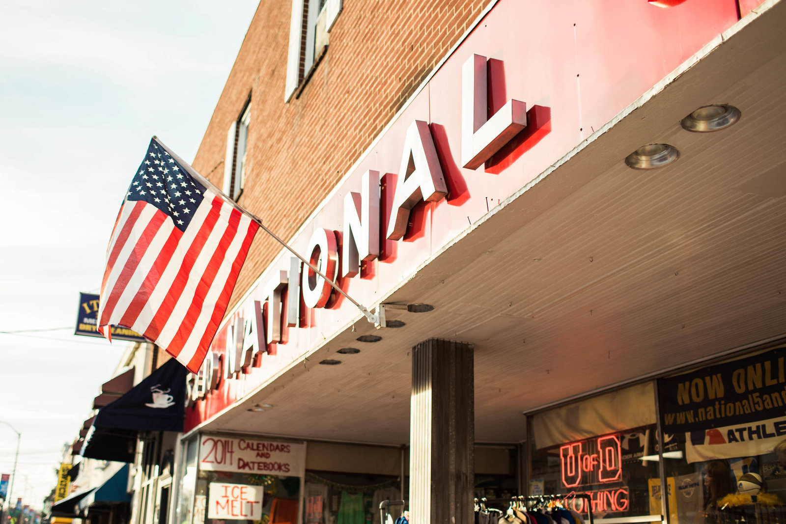 store-front-flag-winter-newark-de-kate-timbers-photography-1520
