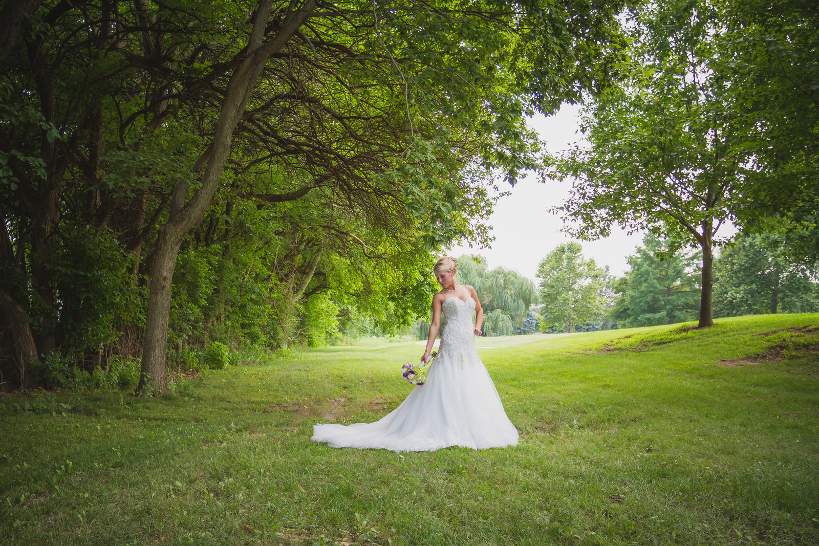 Beautiful bride outdoor bridal photo  in Overland Park, Kansas