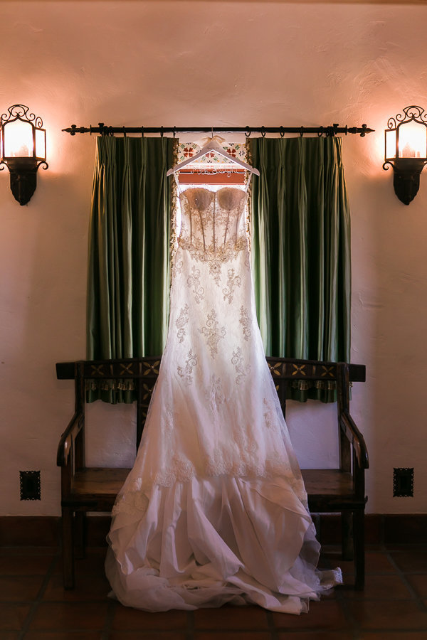 La-wedding-photographer-Hummingbird-nest-ranch-wedding