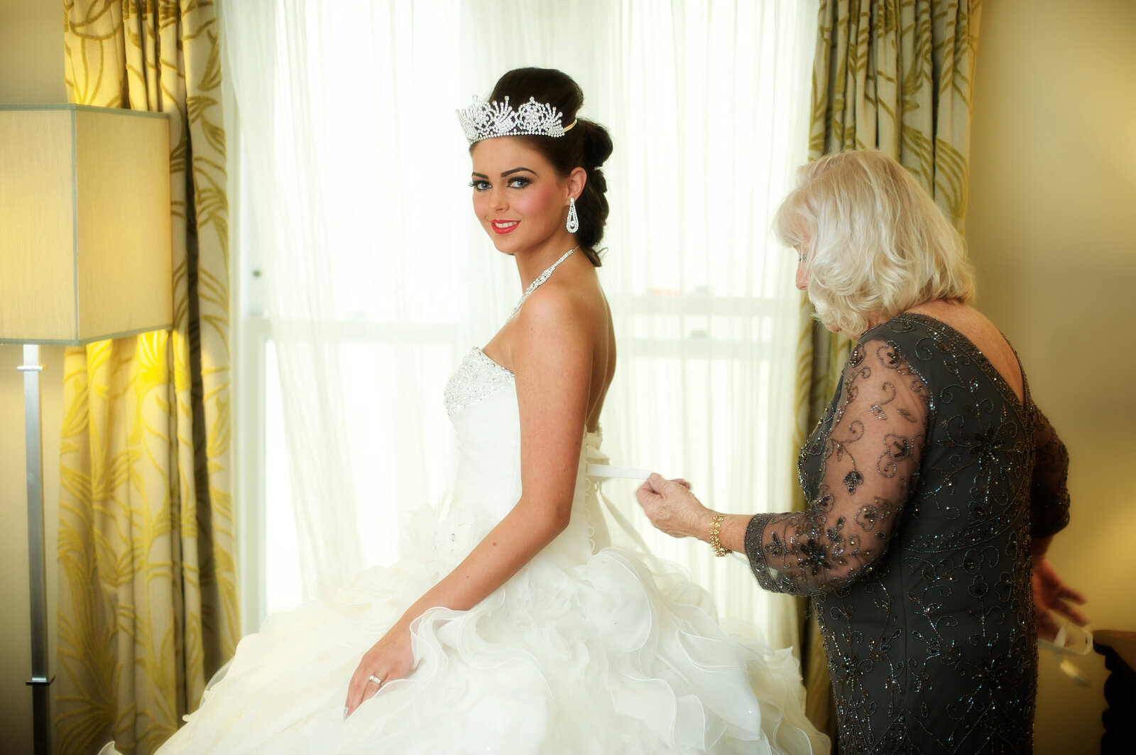 Bride doing up back of dress