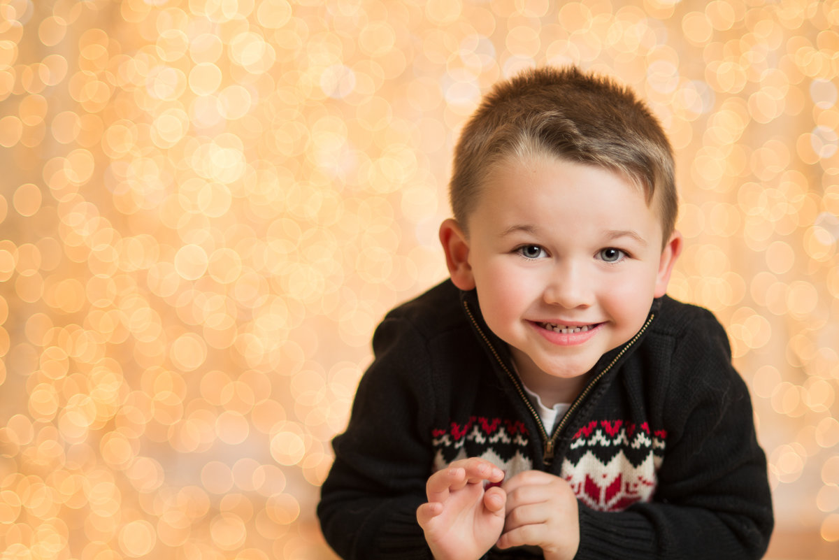 caitlin-chadwick-studios-holiday-mini-portrait-beautiful-brunette-hazel-eyed-boy-child-gold-festive_0006