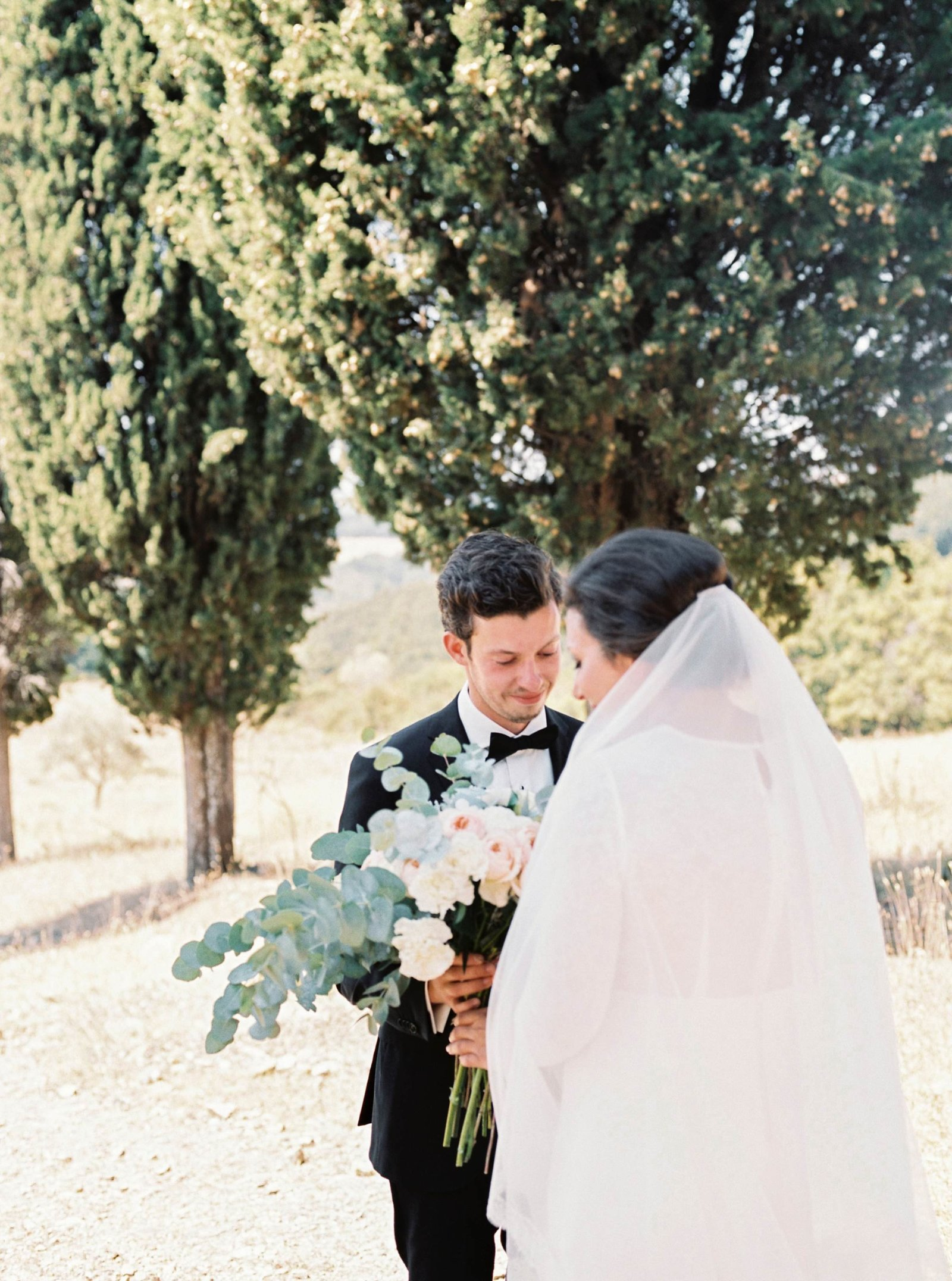 First look wedding couple in Radicondoli, Tuscany