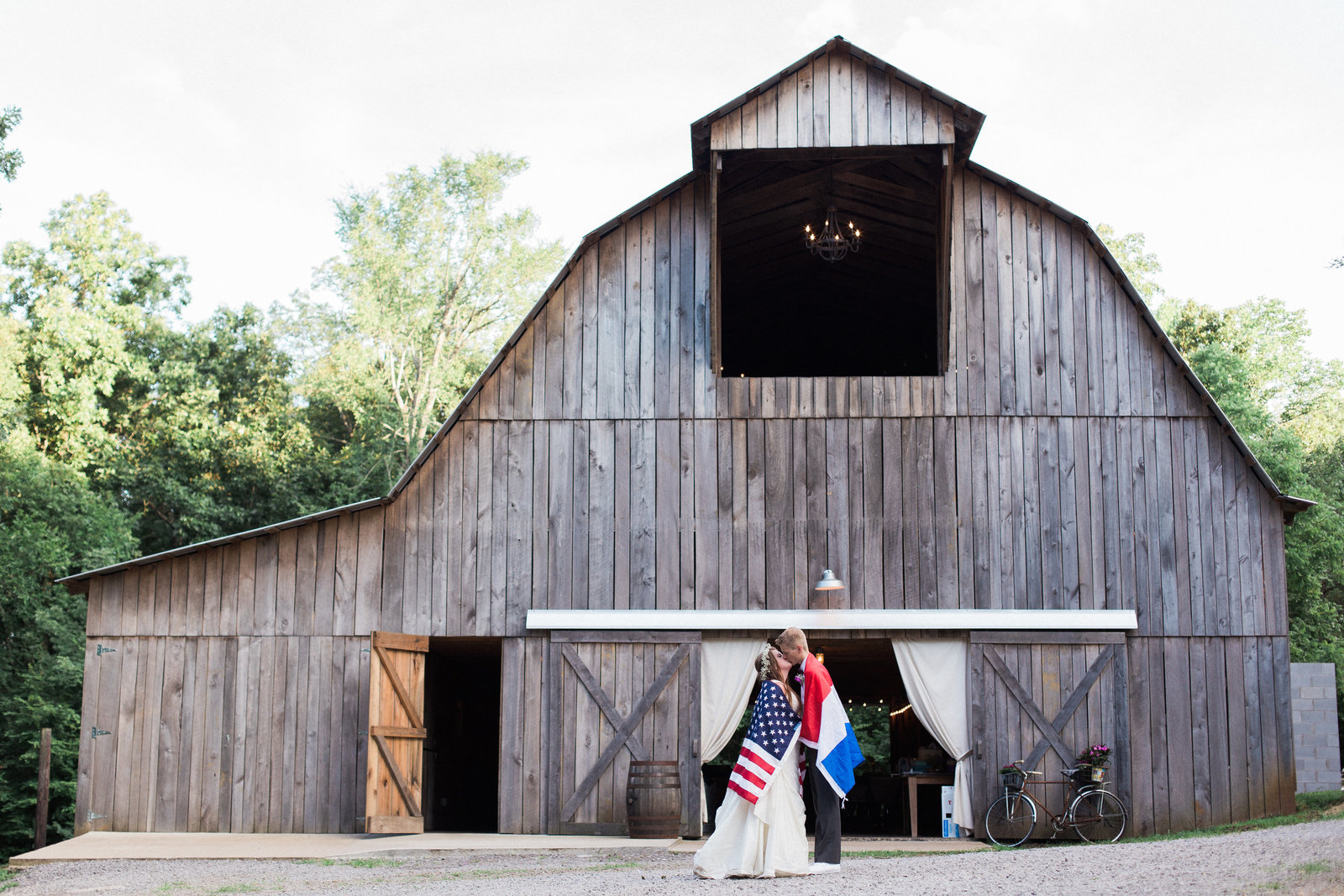 Destination Wedding Photographer Jess Collins Photography in Nasvhille at The Wren's Nest Wedding Venue in Tennessee