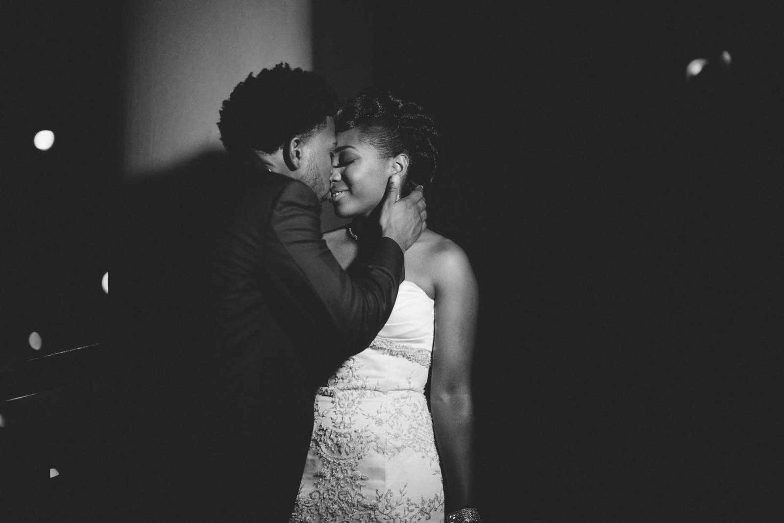 Wedding Photographer in Seattle specializing ins shooting people of color// african american seattle wedding photography