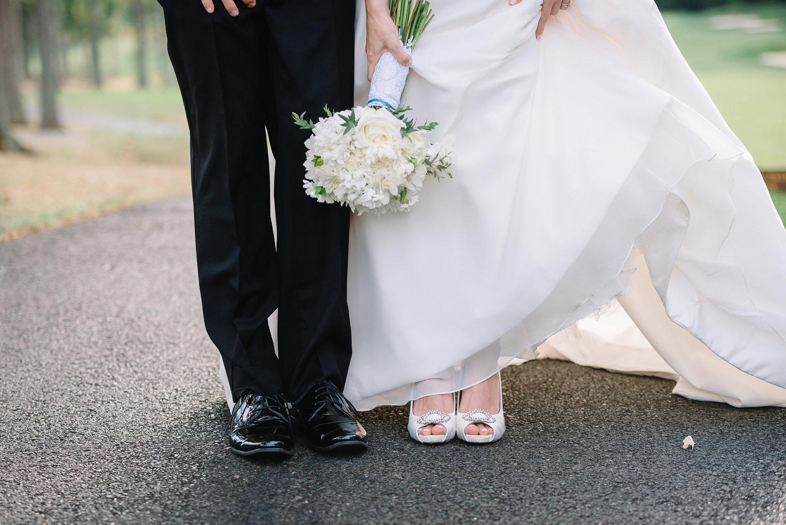manor country club wedding portraits