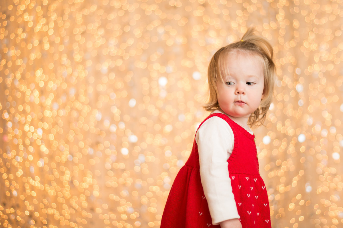 caitlin-chadwick-studios-holiday-mini-portrait-beautiful-blonde-blue-green-eyed-girl-child-gold-festive_0006