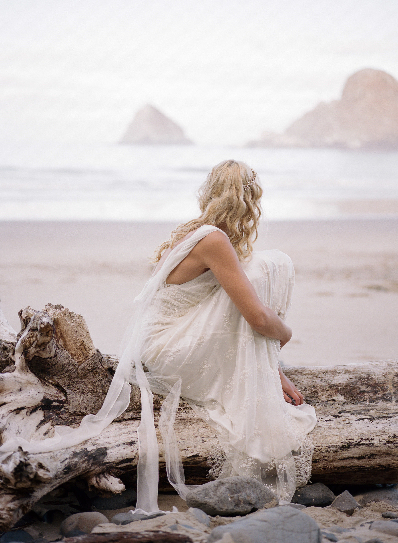 Galatea_romantic_beach_oregon_coast_wedding_dress_JoanneFlemingDesign2