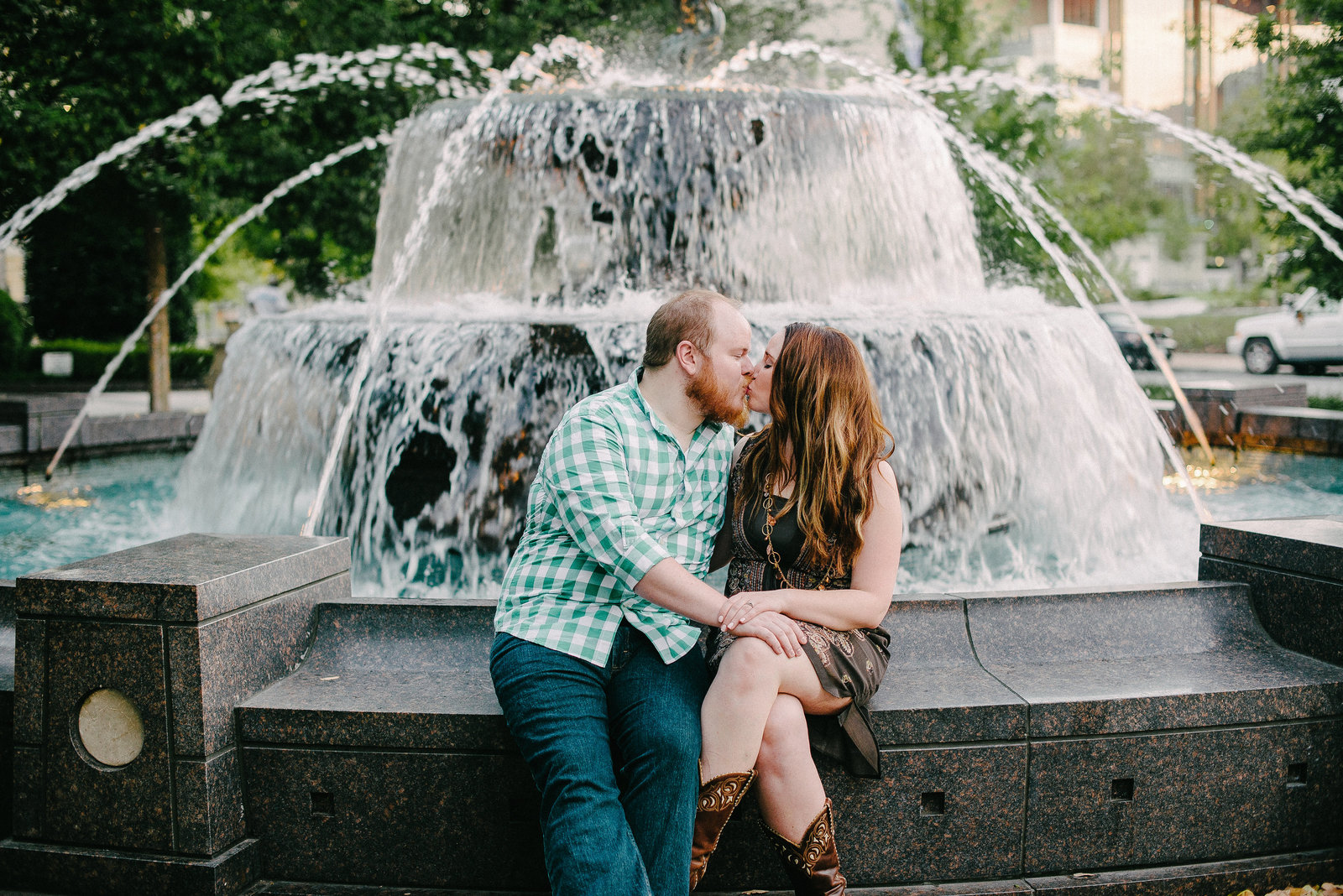 Nashville TN couple kissing in front of fountain