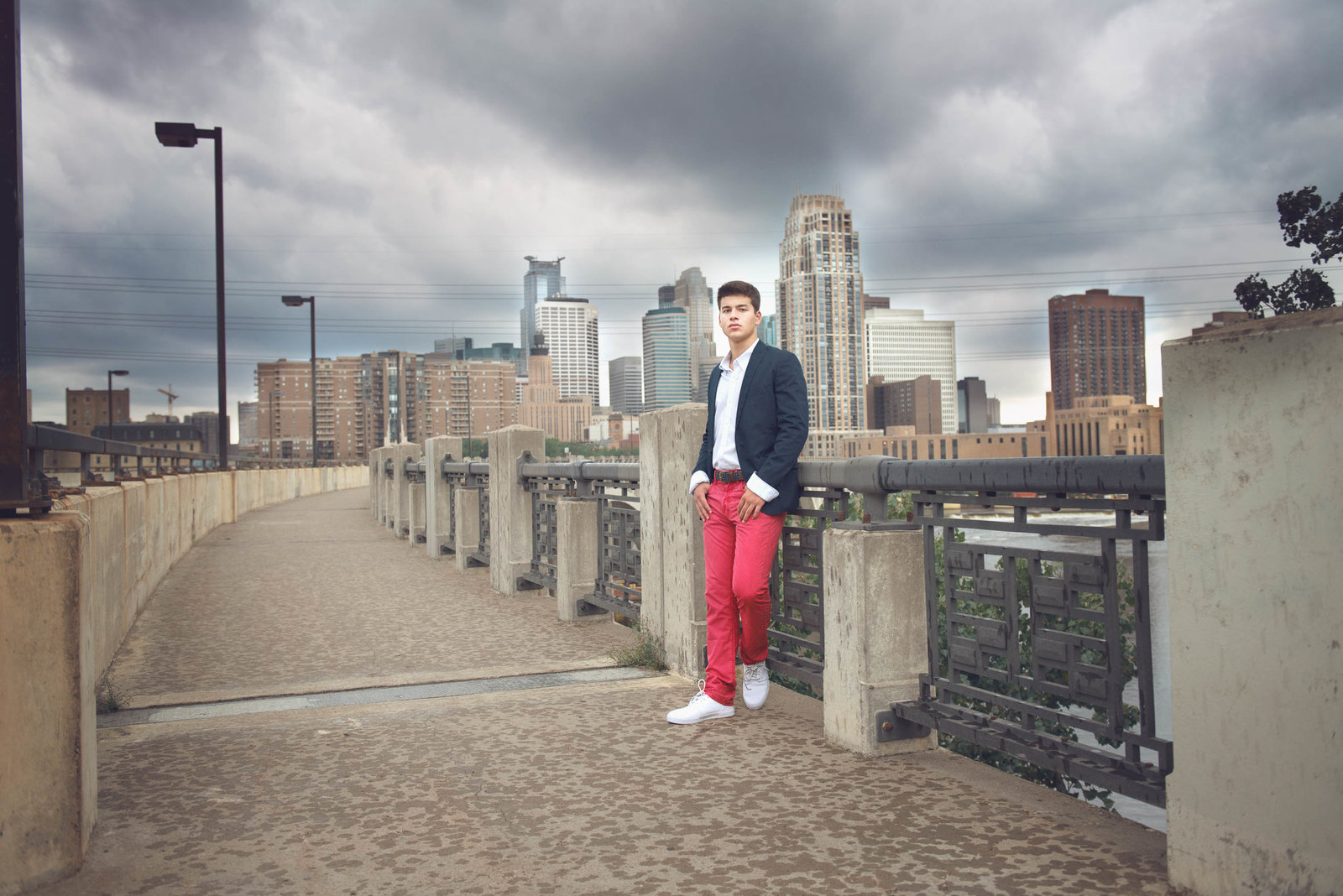 Minneapolis skyline guy senior picture photographer