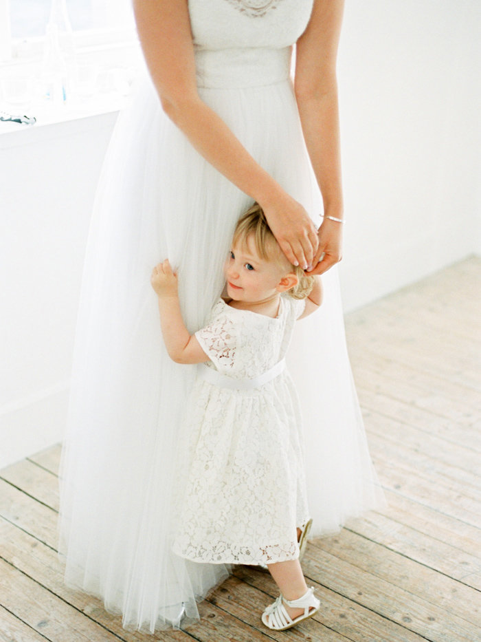 008-the-bride-with-her-little-girl