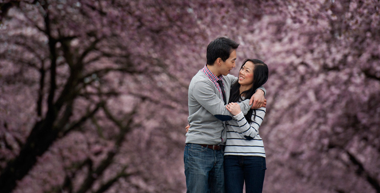 vancouver-wedding-photographer-best-wedding-photographer-cherry-blossom-engagement-photos-DE077