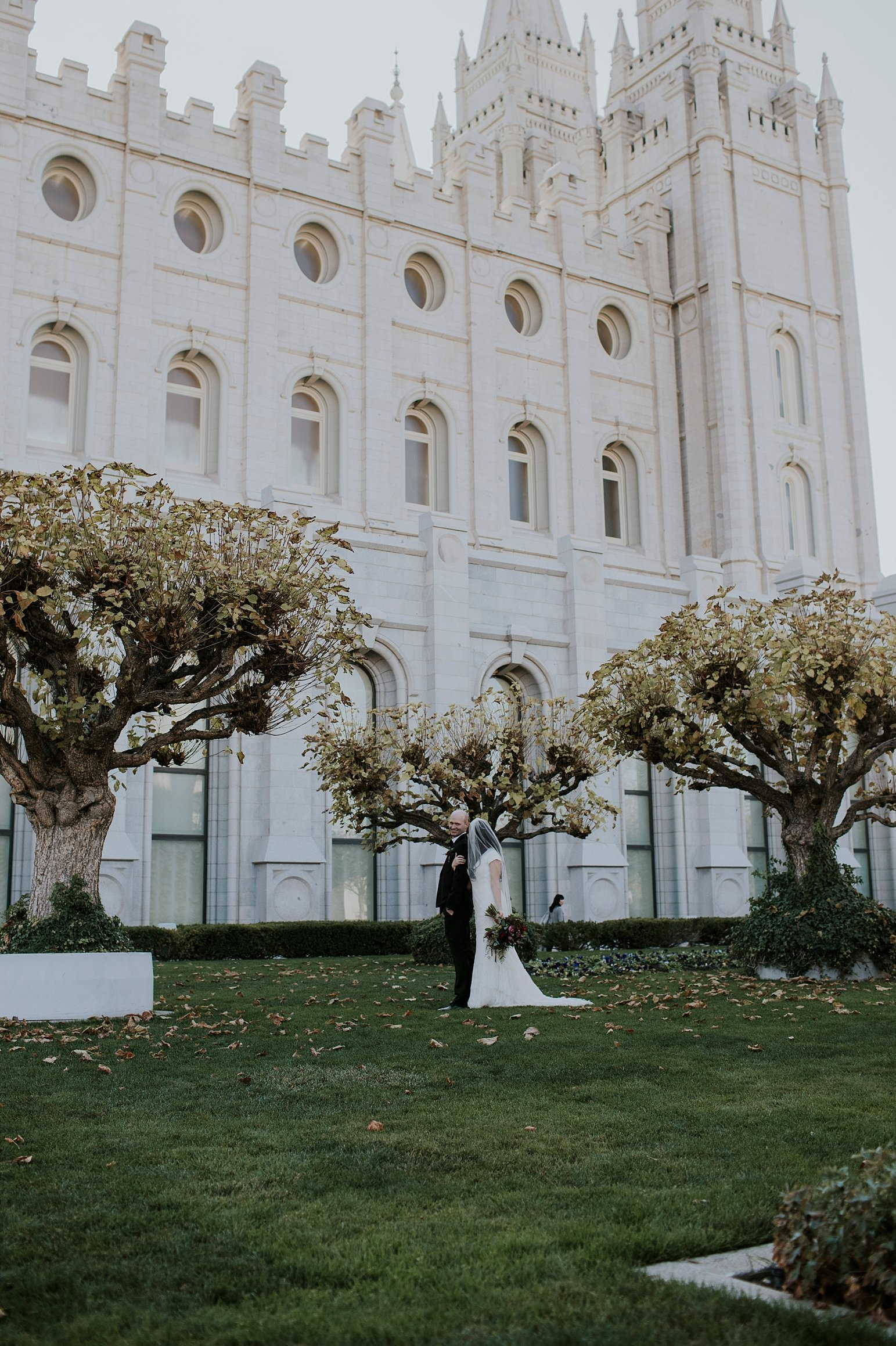 Utah Wedding Photographer Kamille Bauer Cody Calderwood Salt Lake Temple Salt Lake Hardware Building_0301