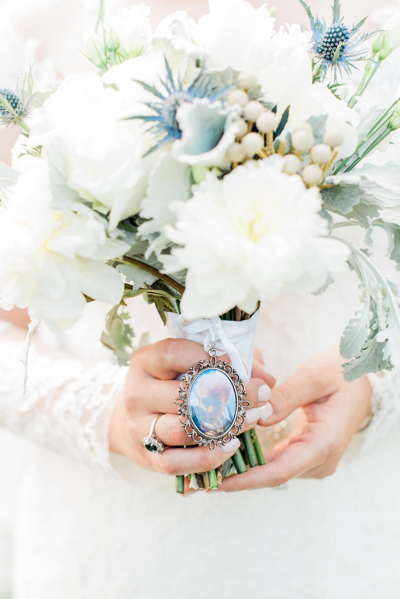 bridal-bouquet-white-and-blue
