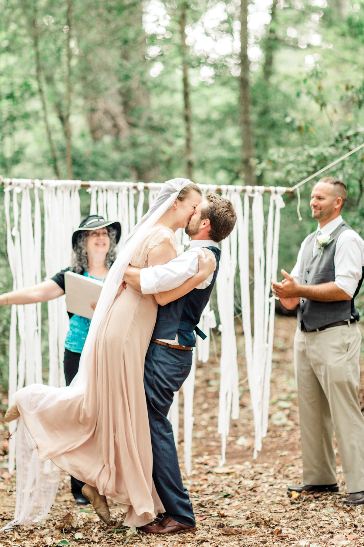 i-va-backyard-wedding-first-kiss