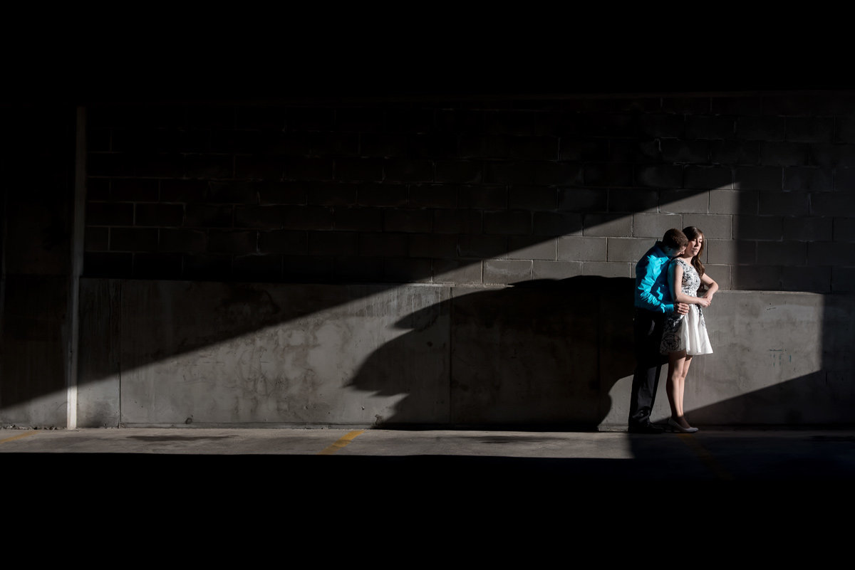 couple-kissing-shadows