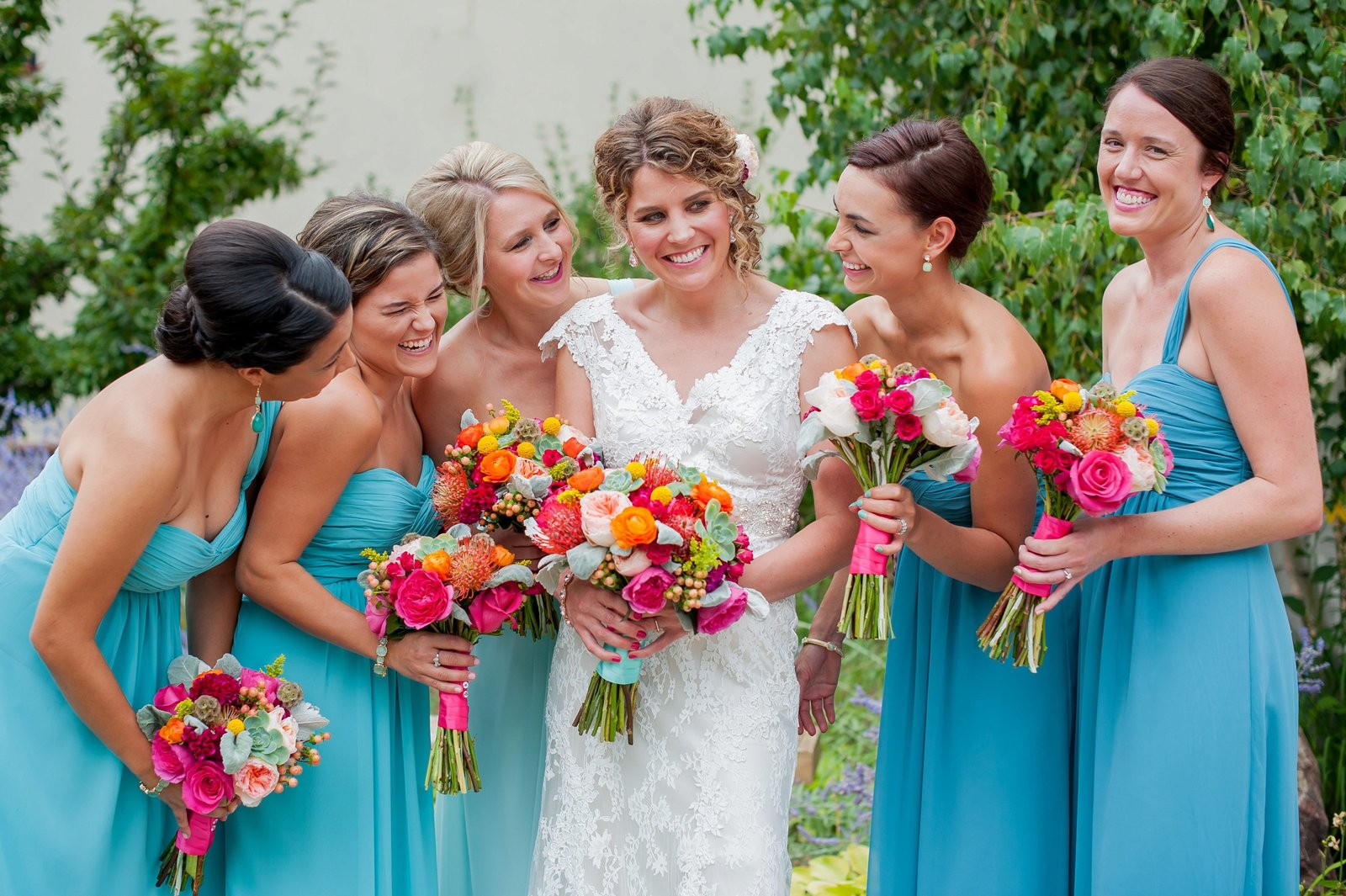 laughing bridesmaids photographed by kriskandel.com