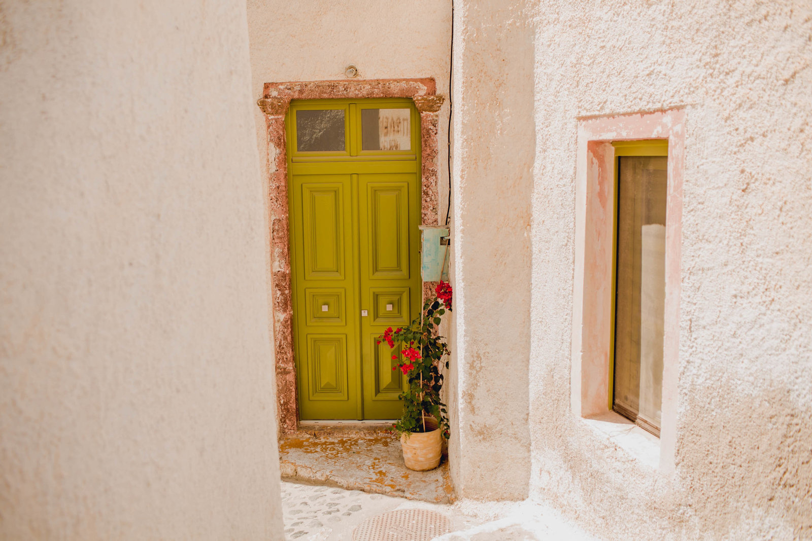green-door-pyrgos-destination-travel-santorini-wedding-kate-timbers-photo-2717