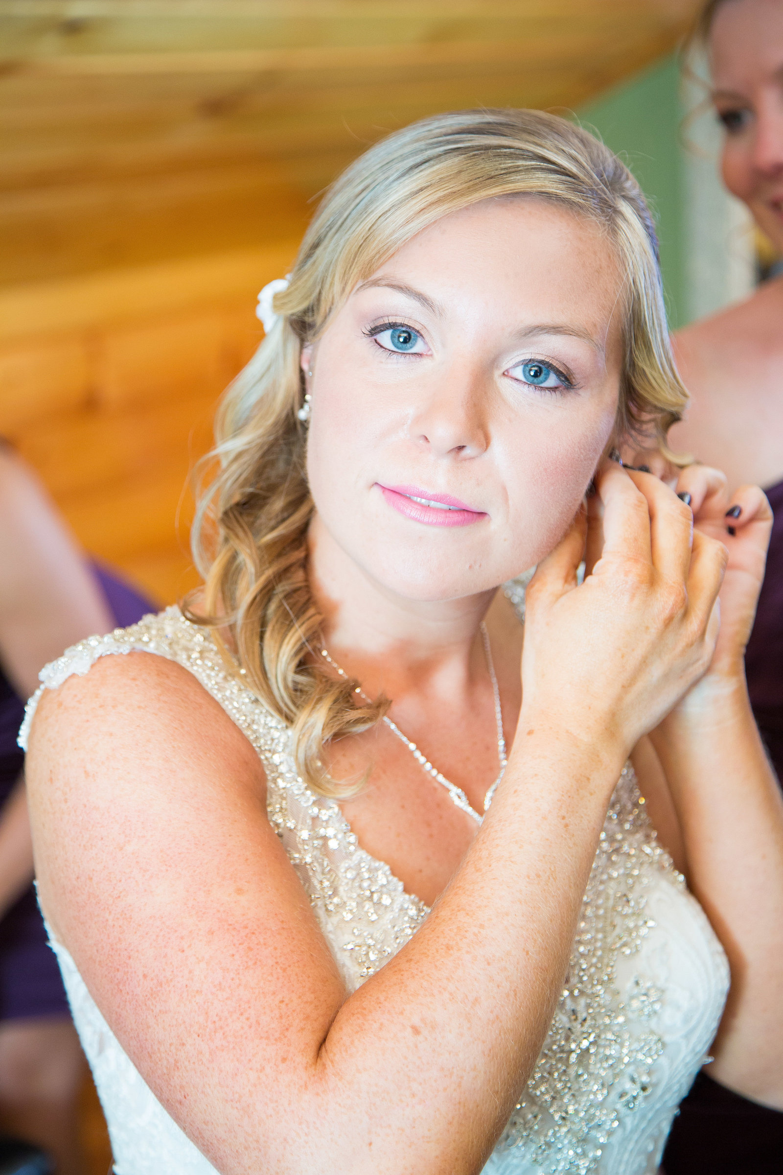 wedding photography bride putting on jewelry