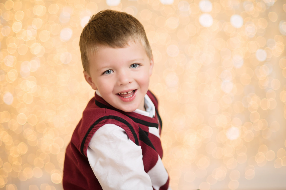 caitlin-chadwick-studios-holiday-mini-portrait-beautiful-blonde-blue-eyed-boy-child-happy-gold-festive_0001