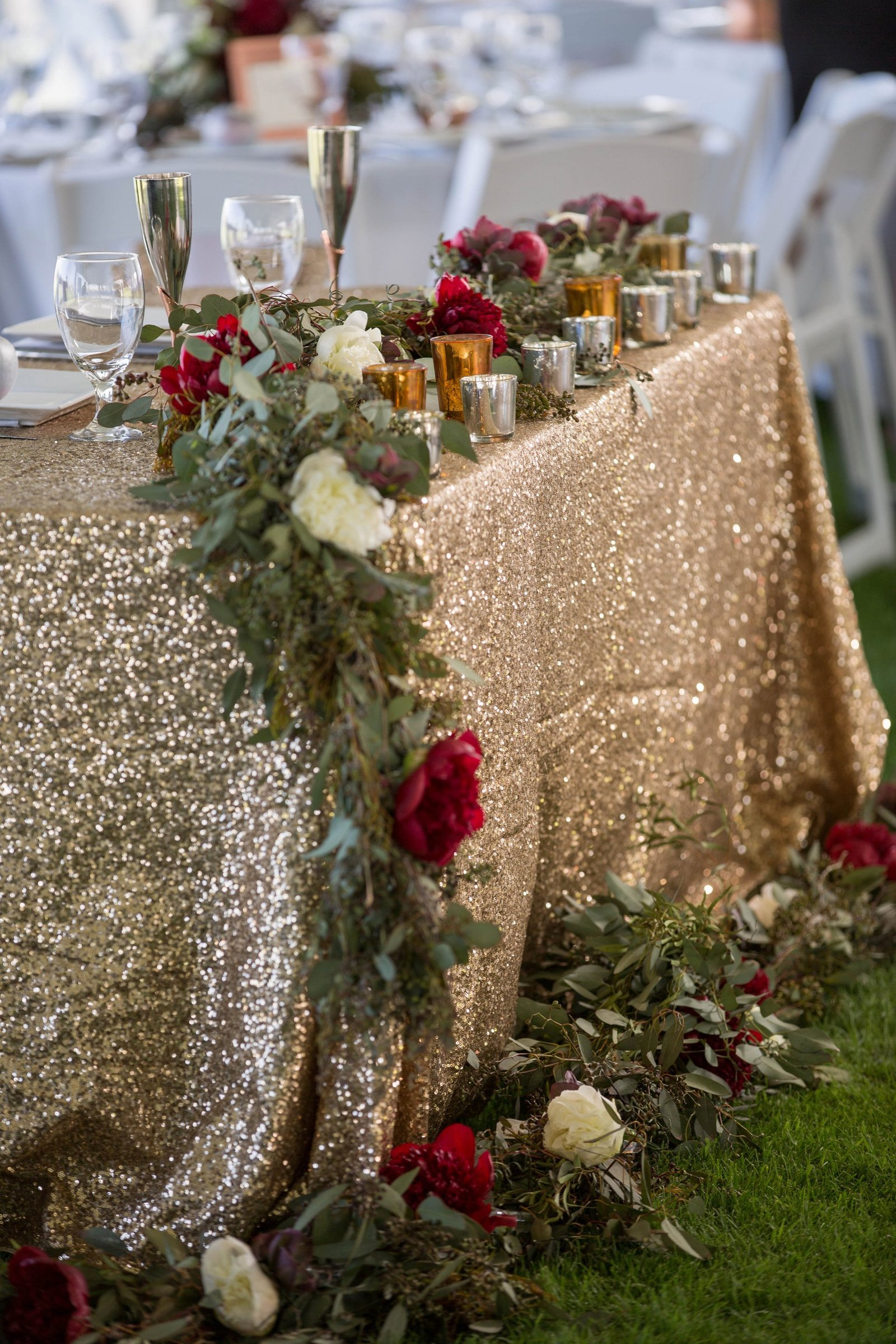 gold-seqiun-tablecloth-for-wedding