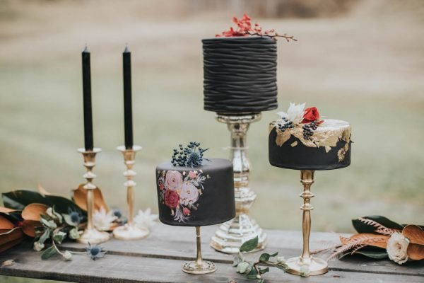 Get-Your-Moody-Color-Palette-Inspiration-from-This-Late-Fall-Wedding-Shoot-Lindsay-Nickel-Photography-8-600x400 (1)