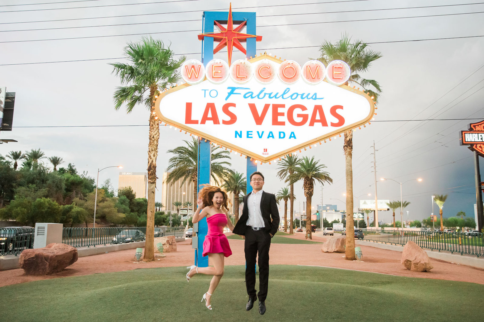 Las-Vegas-Welcome-Sign-Engagement-186