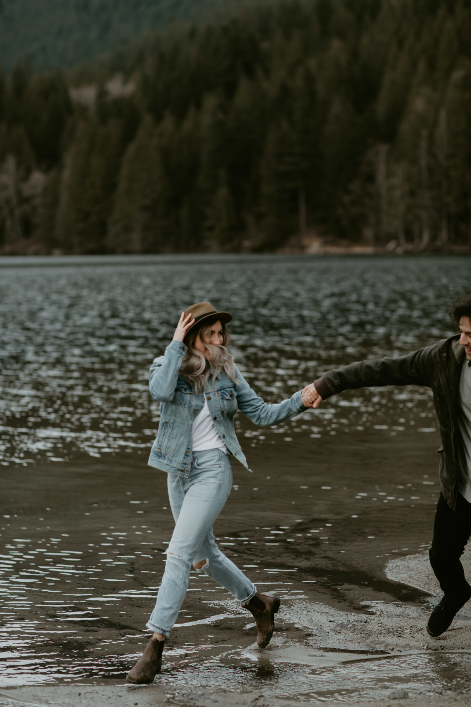 BUNTZEN-LAKE-ENGAGEMENT-MEGHAN-HEMSTRA-PHOTOGRAPHY-1