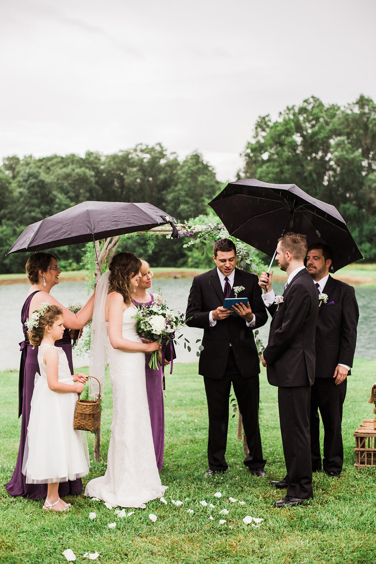 rainy-wedding-photos