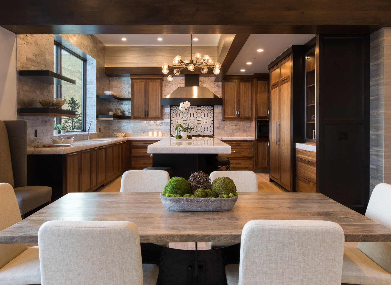 2755_snowberry_interior_dining_kitchen_cropped