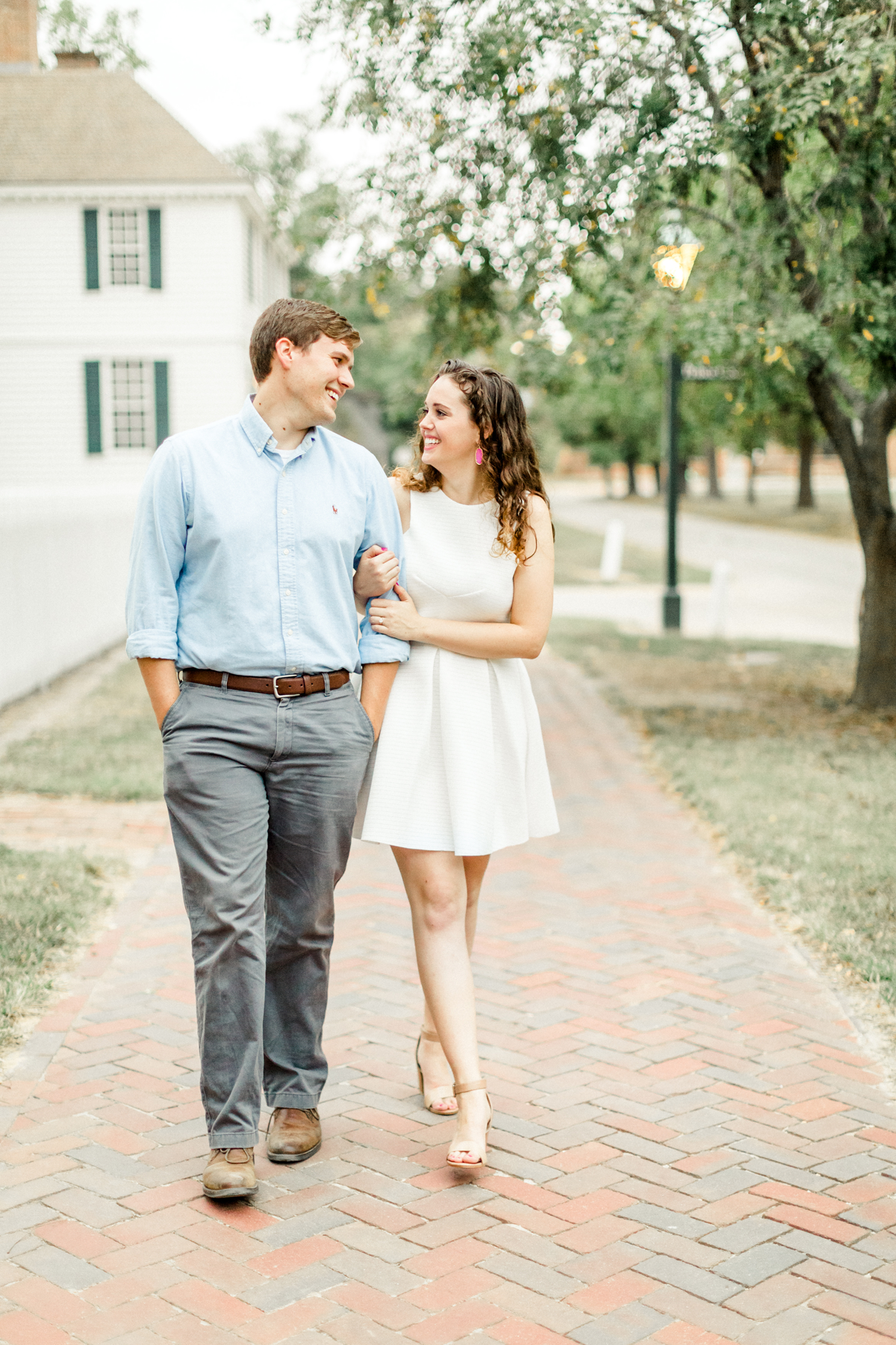 i-colonial-williamsburg-engagement-photos
