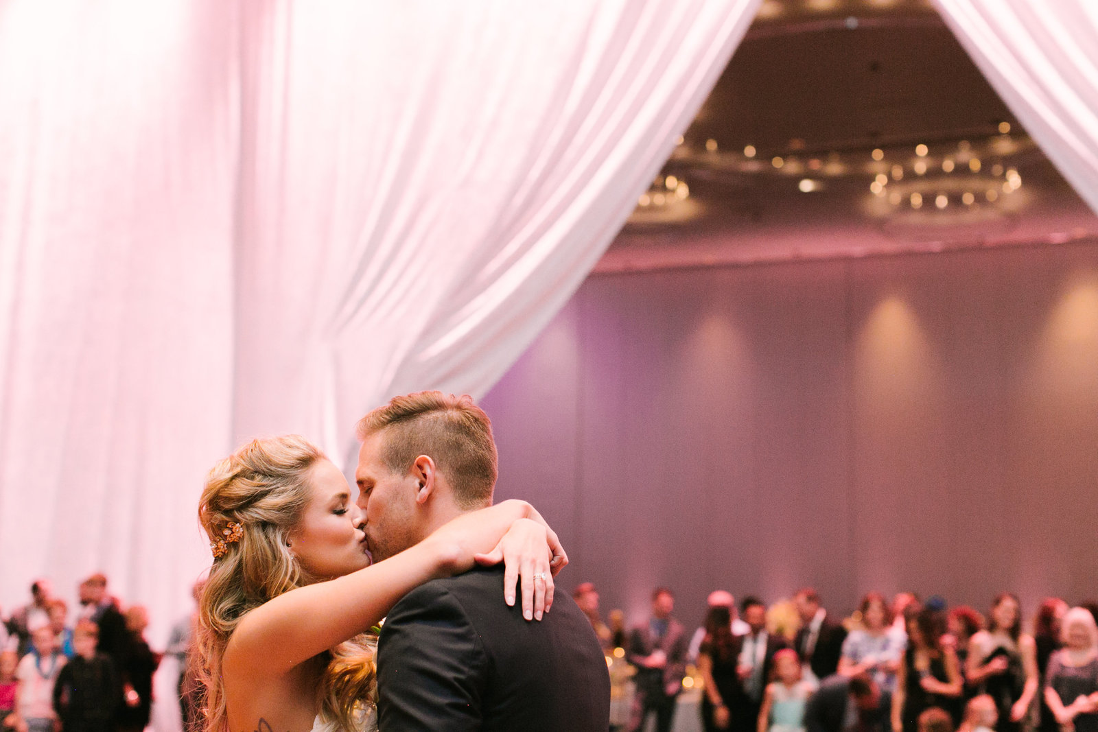 NikkiFerrell_Bachelor_Wedding_Madison_Sanders_Events_Kansas_City_Planner-932