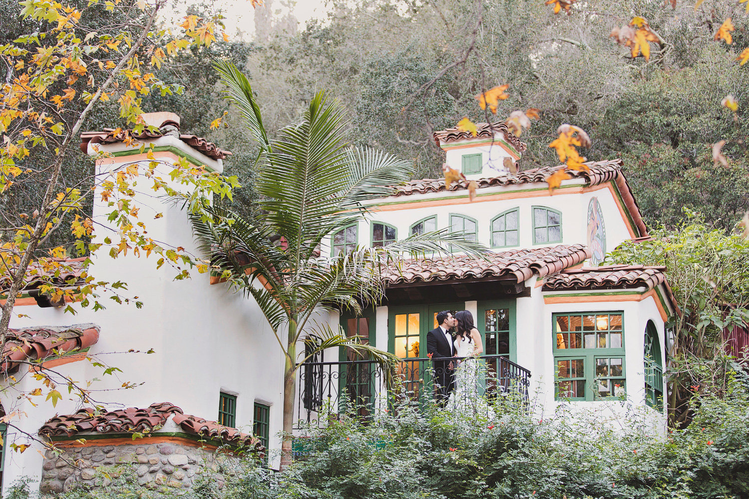 Bride and groom kiss at Rancho Las Lomas Wedding