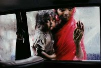 Steve-McCurry-Untold-The-Stories-Behing-The-Photographs-Featured-Images