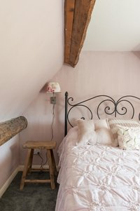 Bedroom painted with Arte di Vita lime paint 'rose'