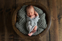 newborn-baby-photographer-chicago-studio-posed-basket(1)
