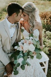 taryn and trent w bouquet