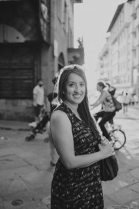 black and white bio photo of photographer Susie Moreno