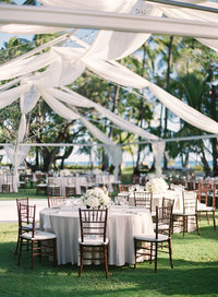 Natural linen with Mahognay chiavari chairs