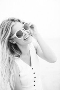 valorie_darling___destination_wedding_photographer___souther_california___beach_girl___shades