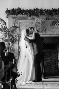 Wedding-Kiss-Southern-min