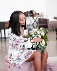 wedding-planner-with-bouquet