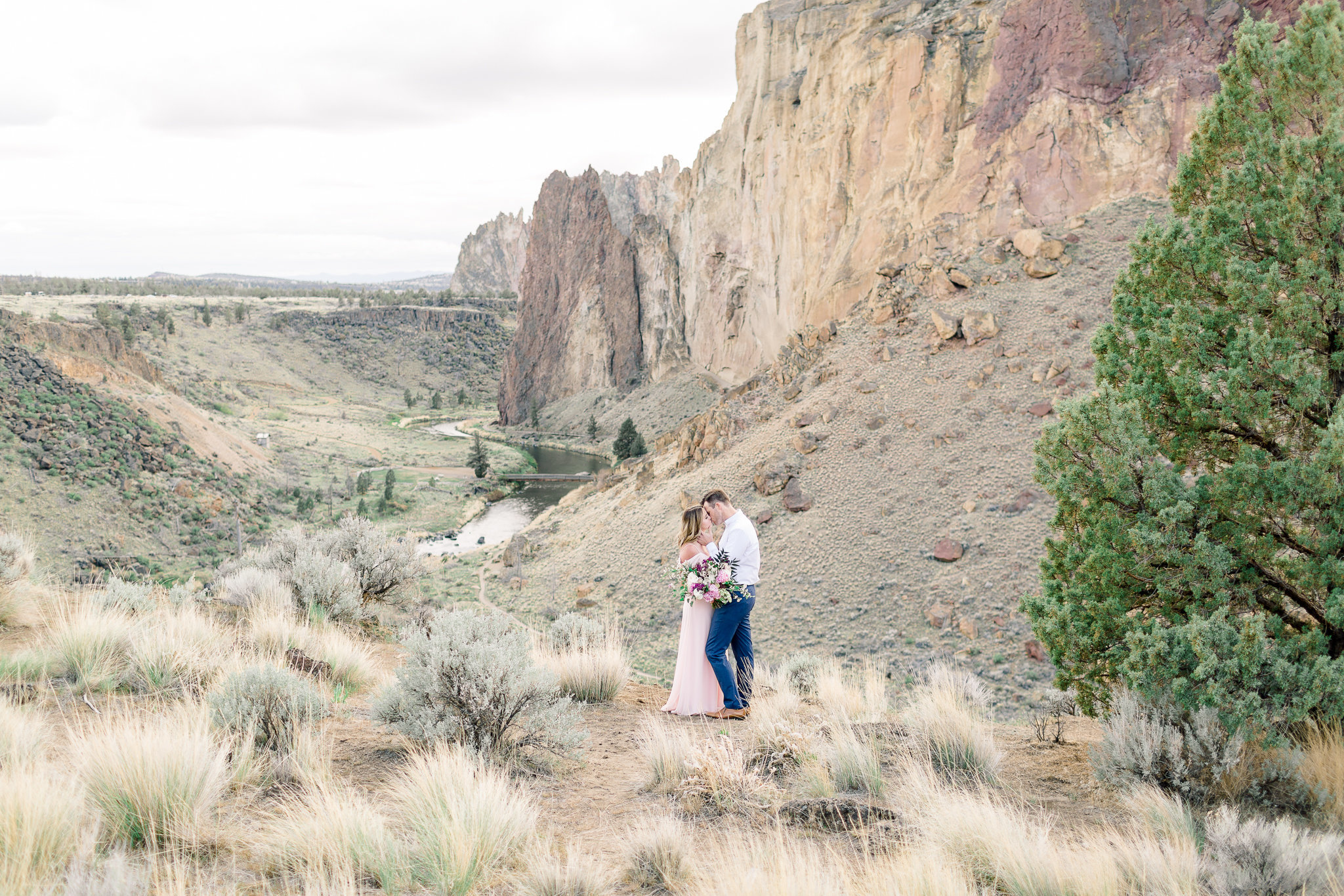 photographe-seance-anniversaire-de-mariage-smith-rock-state-park-oregon-lisa-renault-photographie-wedding-anniversary-session-photographer-23
