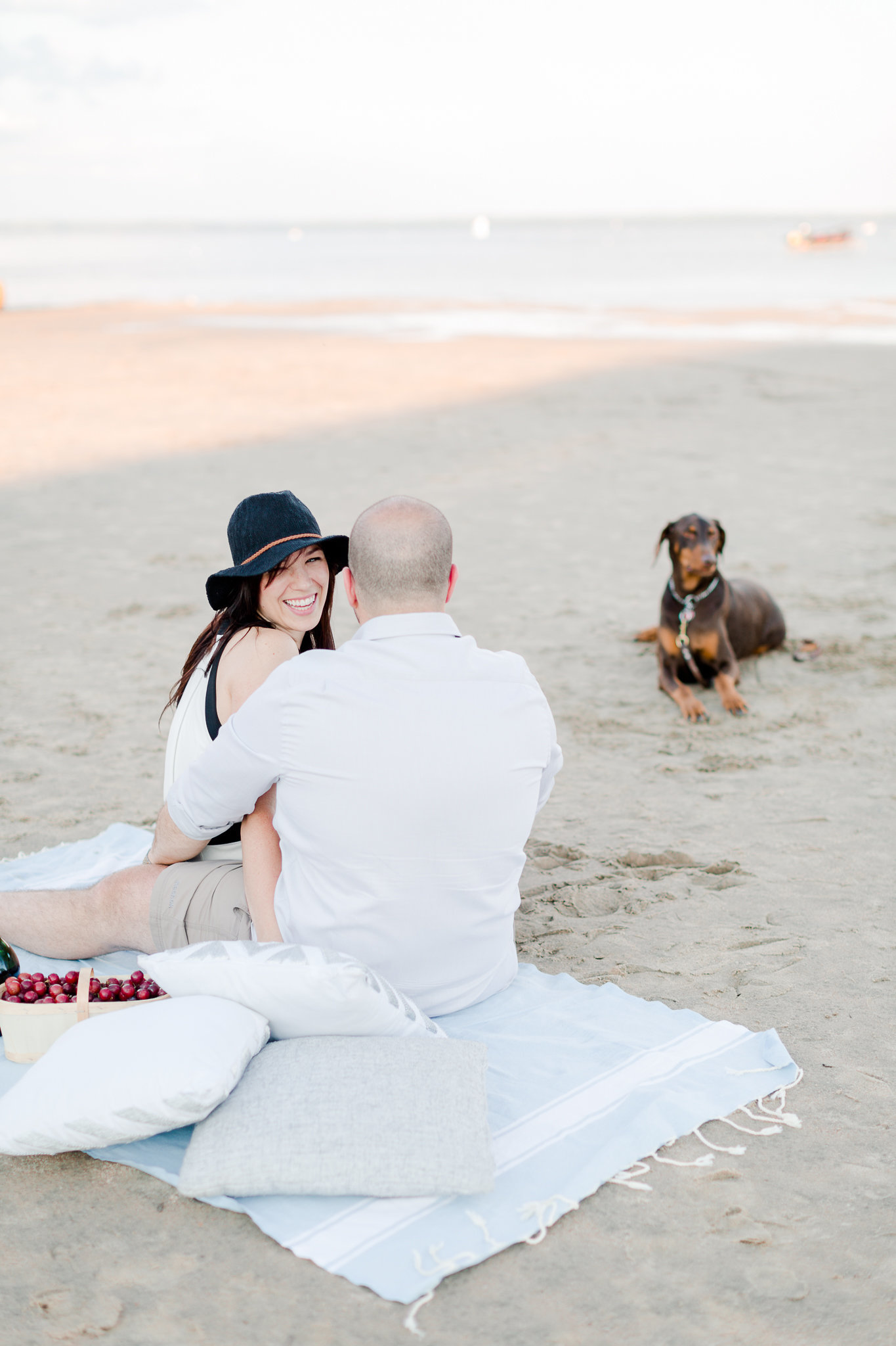 photographe-fiancailles-montreal-parc-national-oka-lisa-renault-photographie-beach-engagement-session-18