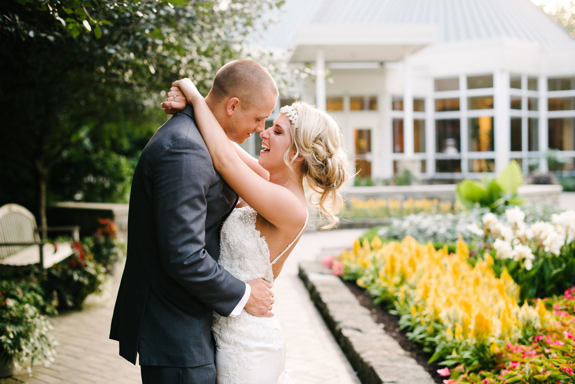 Youngstown bride and groom kissing at Fellows Riverside Garden